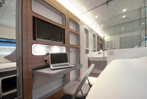 room-standard-desk